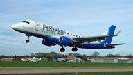 Moderne Flugmaschine der Peoples Airline kurz nach dem Abflug