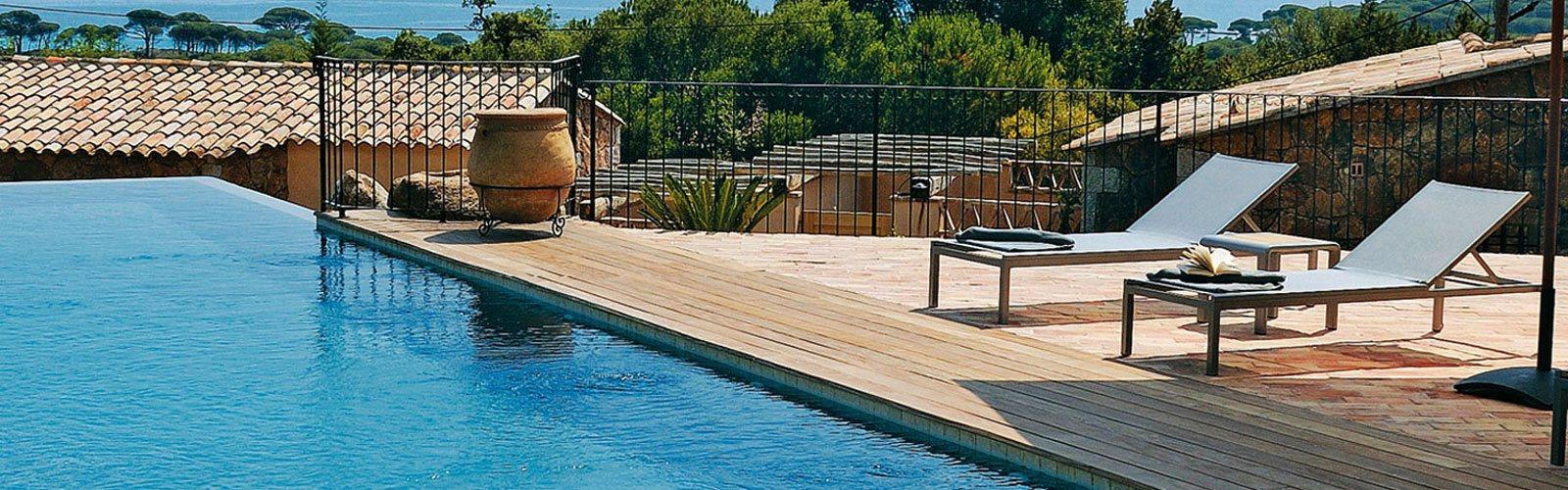 Hotel Korsika Pool mit Liegen