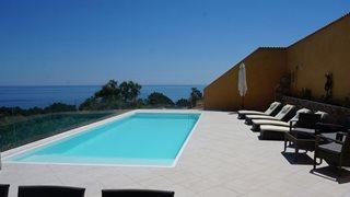 Von Ihrer Terrasse der Villa Mare e Monte aus, haben Sie einen traumhaften Blick auf das Meer.