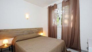 Die Zimmer im Domaine de Pianiccia sind modern eingerichtet.