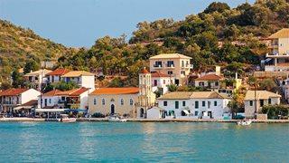 Ein typisch griechisches Dorf am Meer