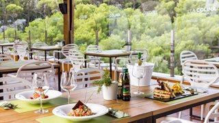 Im Hotel Artiem Audax gibt es zwei Restaurants und ein Café.