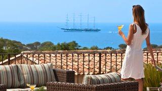 Ganz in Ruhe den wunderschönen Meerblick genießen ist nur eines der Highlights des Hotels Les Bergeries de Palombaggia.