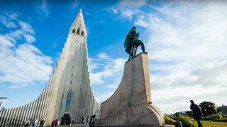 Die imposante Hallgrimskirche in Reykjavik