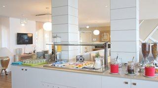 Das Hotel Le Beau Rivage in Algajola bietet ein umfangreiches Frühstücksbuffet für jeden Geschmack