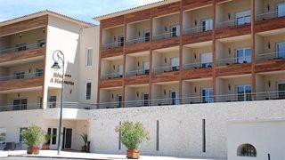 Das charmante Hotel A Madonetta liegt am Stadtrand von Bonifacio und überzeugt durch die super Lage.