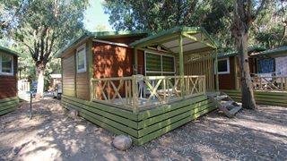 Ein kleines aber feines Mobilhome mit möblierter Terrasse in der Ferienanlage La Pinede