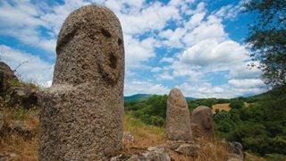 Menhirstatuen in Filitosa auf Korsika