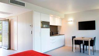 Die Kochecke in den Wohnungen Costa Nera ist mit allem notwendigen Equipment ausgestattet.