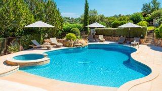 Entspannen können Sie auch am Poolbereich, wo der Besitzer der Anlage Funtana Marina Ihnen Sonnenliegen vorbereitet hat.