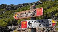 Zwei Schilder weisen die Wanderwege auf Madeira aus