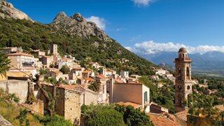 Das idyllische Bergdorf Lumio in der Balagne auf Korsika