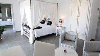 Die Suite im Hotel A Madonetta überzeugt mit einer modernen Ausstattung und der größeren Grundfläche.