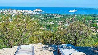 Der Ausblick von der Terrasse des Ferienhauses über die wundervolle Natur der Umgebung von Calvi