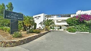 Die Außenansicht des Calvi Hotels in Korsika