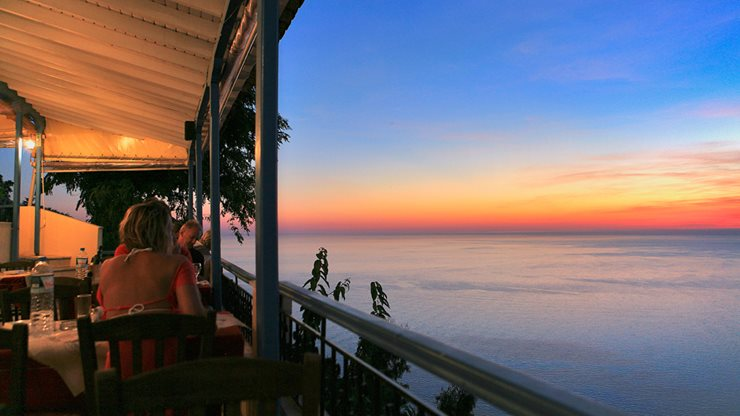 Tolle Aussicht mit Sonnenuntergang  und griechischer Kulinarik auf Lefkas