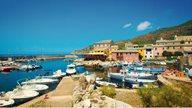 Ein kleiner Hafen in der Region Bastia