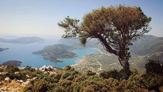 Herrlicher Fernblick vom Berg auf die Bucht von Nidri auf Lefkas