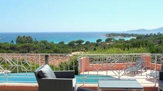 Von der Terrasse Ihrer Villa Aria di Mare haben Sie einen herrlichen Blick auf das Meer.