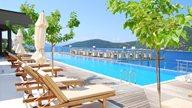 Poolbereich des Luxushotels San Nicolas auf der Ionischen Insel Lefkada