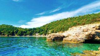 Die Bucht von Favone ist nur wenige Minuten von dem Feriendomizil Domaine de Pianiccia entfernt.