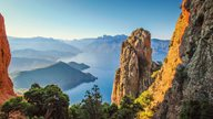 Blick von den Bergen der Calanche auf das Meer