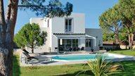 Luxuriöse moderne Villa mit Privatpool und großem Garten