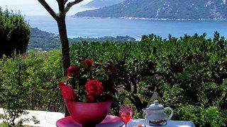 Von der Terrasse oder dem Balkon Ihrer gewählten Unterkunft im Marina di Santa Giulia bietet sich ein traumhafter Blick aufs Meer.